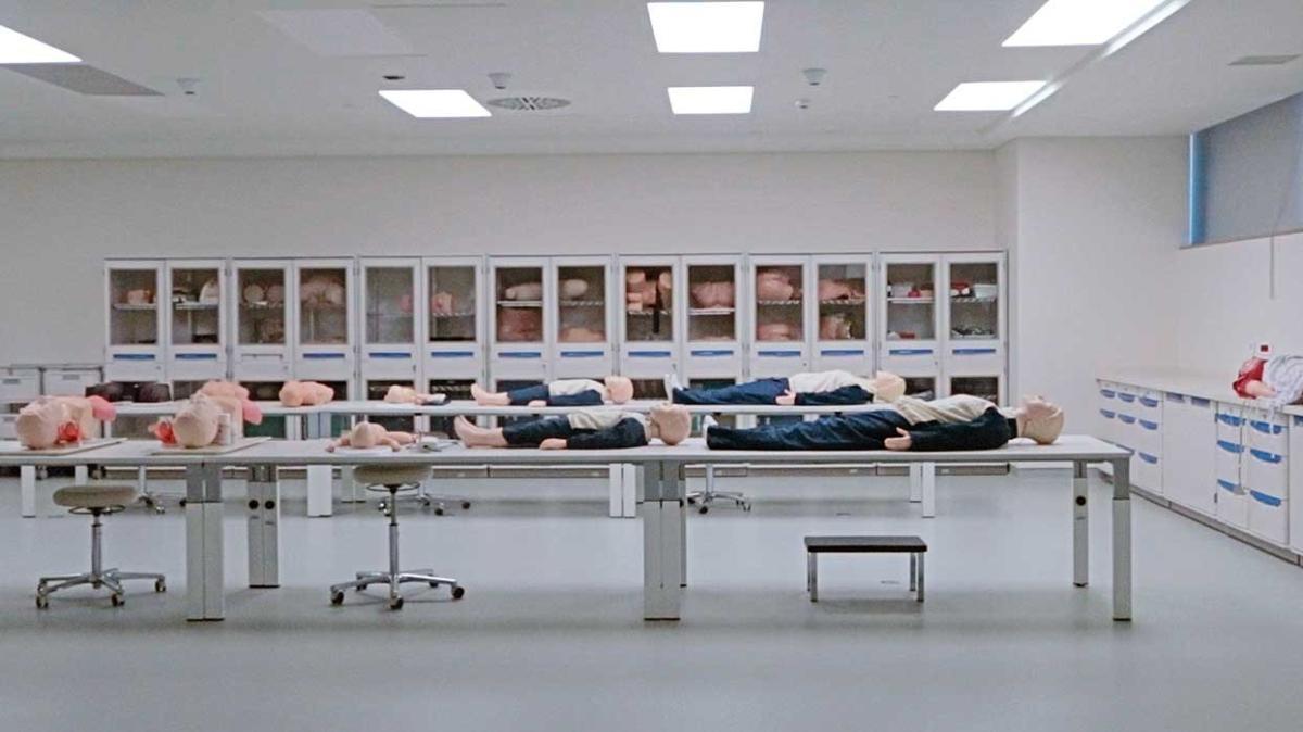 """Mekân-insan ilişkisi üzerine başarılı bir film: Maddenin Halleri """"Hastanede ölüme çok yakınsınız"""""""