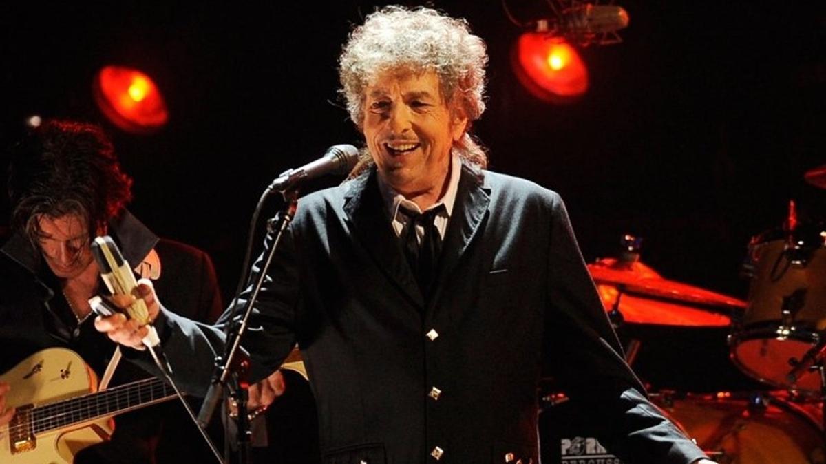 Bob Dylan'ın şarkı sözleri 495 bin dolara alıcı buldu