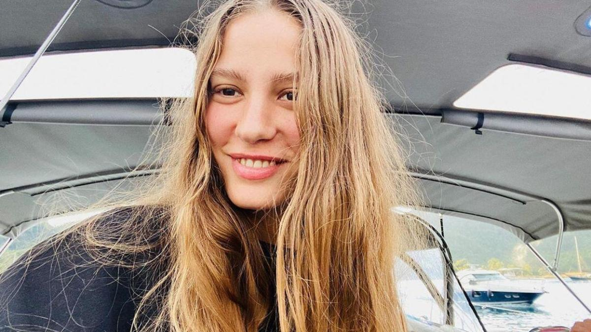 Serenay Sarıkaya'nın sıfır makyaj pozlarına yorum yağdı: Ayrılık yaradı!