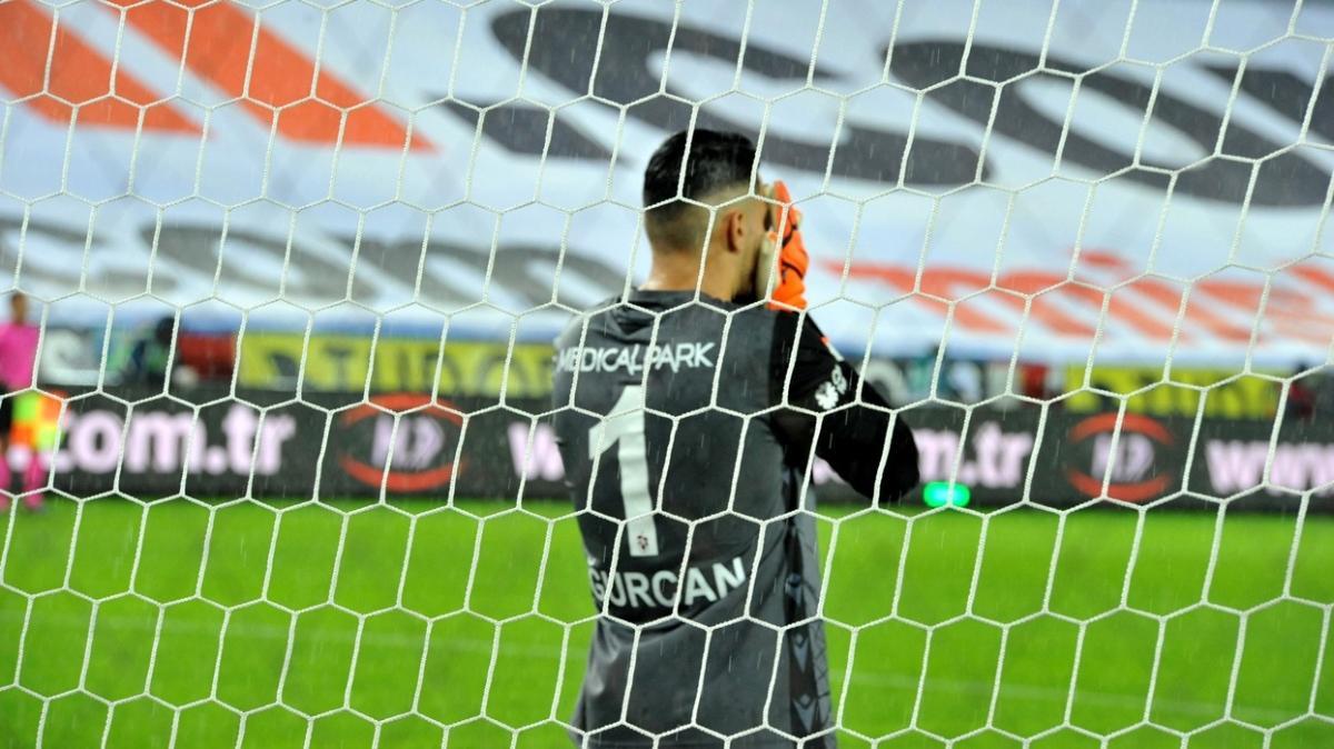 Uğurcan Çakır iç sahada tam 11 maç sonra kalesini gole kapattı