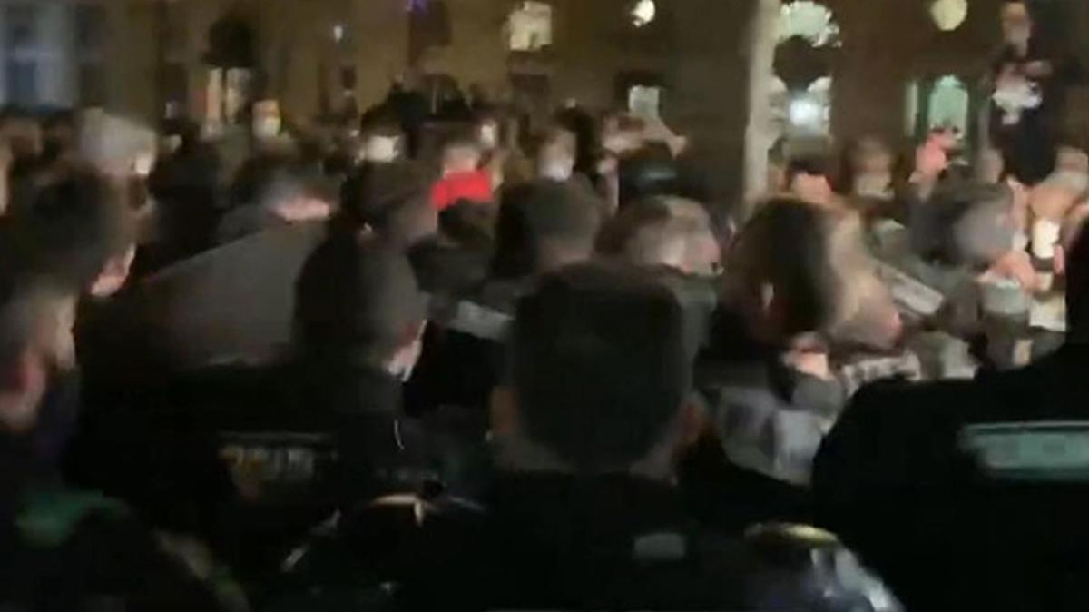 Fransa'da tahliye kararı ortalık karıştı: Polis ile mülteciler arasında arbede