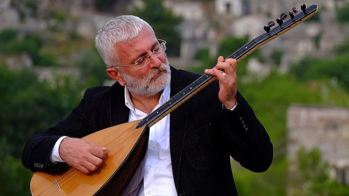 Koronavirüse yakalanan 53 yaşındaki müzisyen Onur Akın hastaneye kaldırıldı