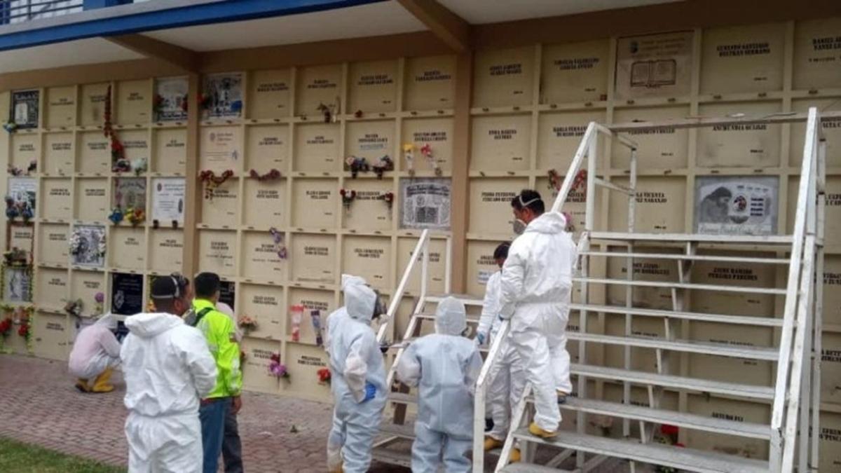 Ekvador'da virüsten ölenlerin mezarları kazılıyor: Kimlikleri tespit edilecek