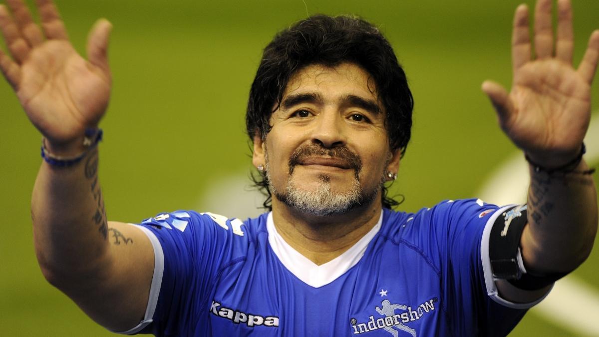 Maradona için 1 dakikalık saygı duruşu