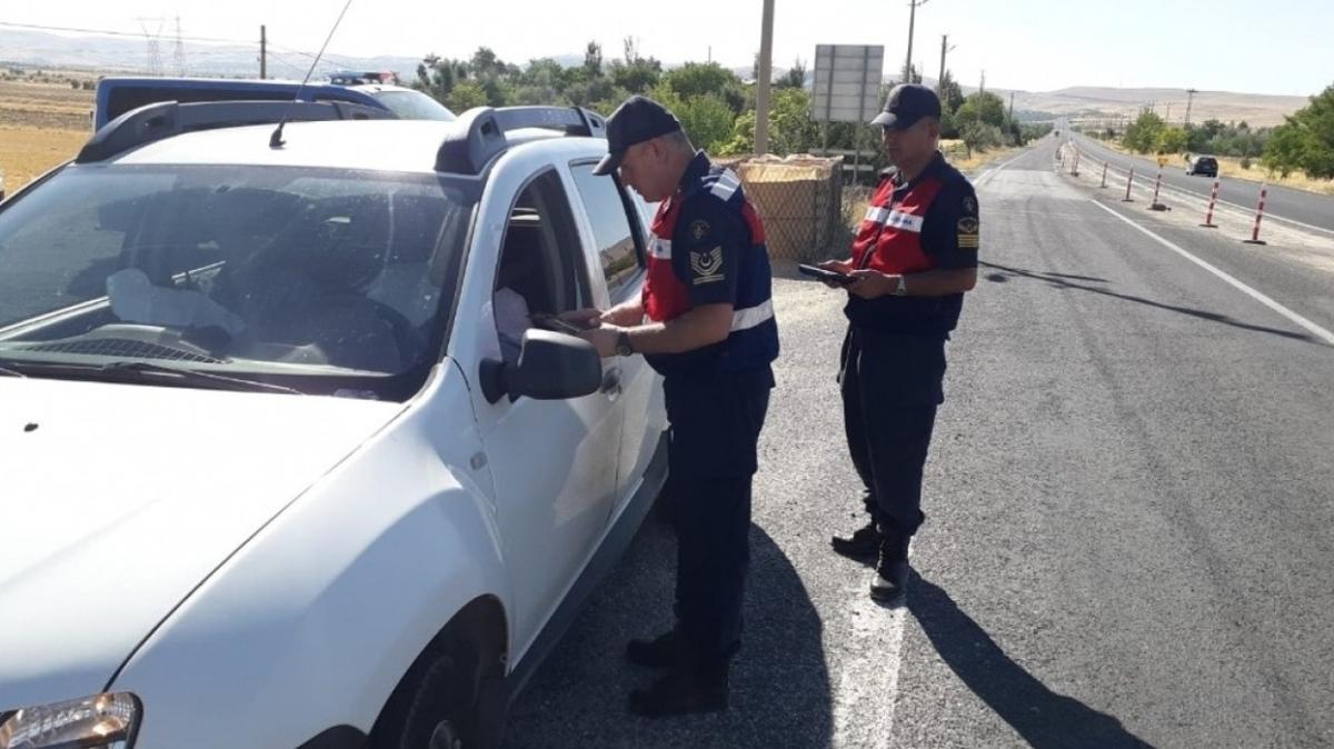 Pes dedirten olay: Karantinada olması gerekirken trafikte yakalandılar