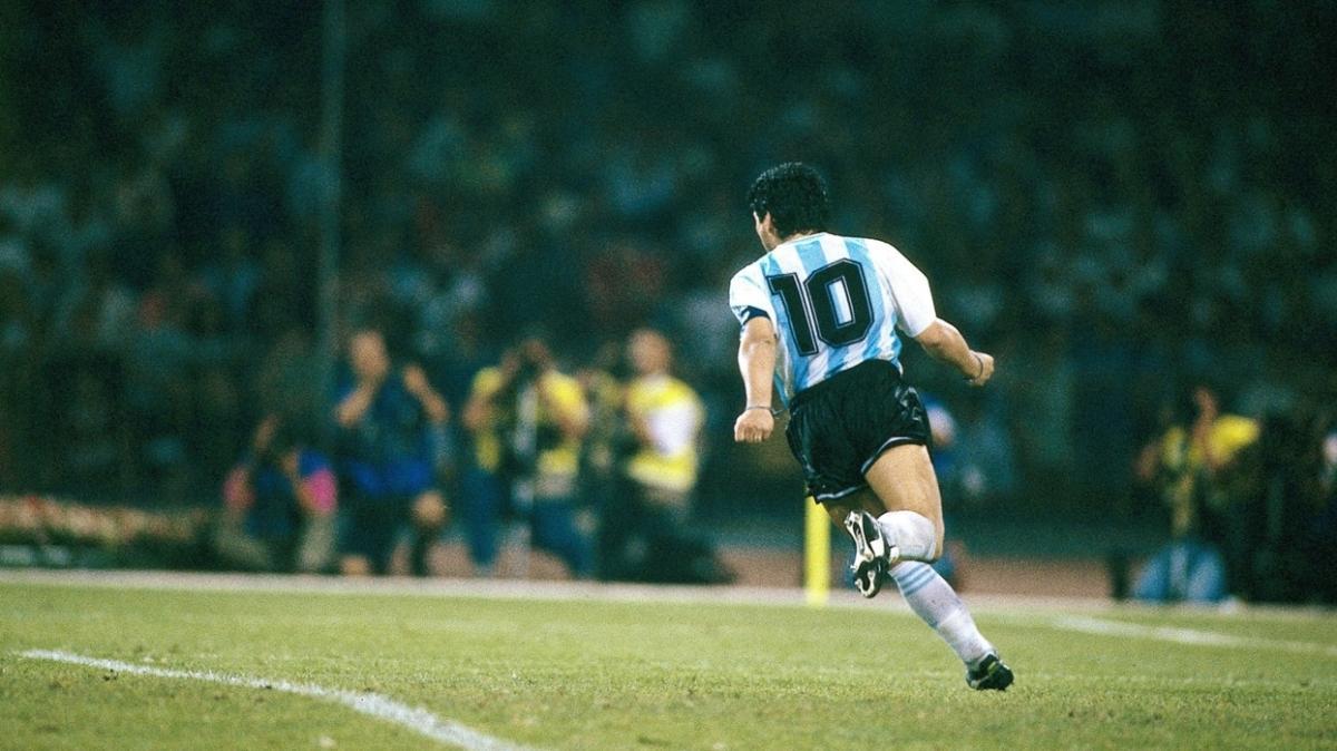 Tarihe damgasını vurdu ve gitti: Dünya futbolundan bir Maradona geçti