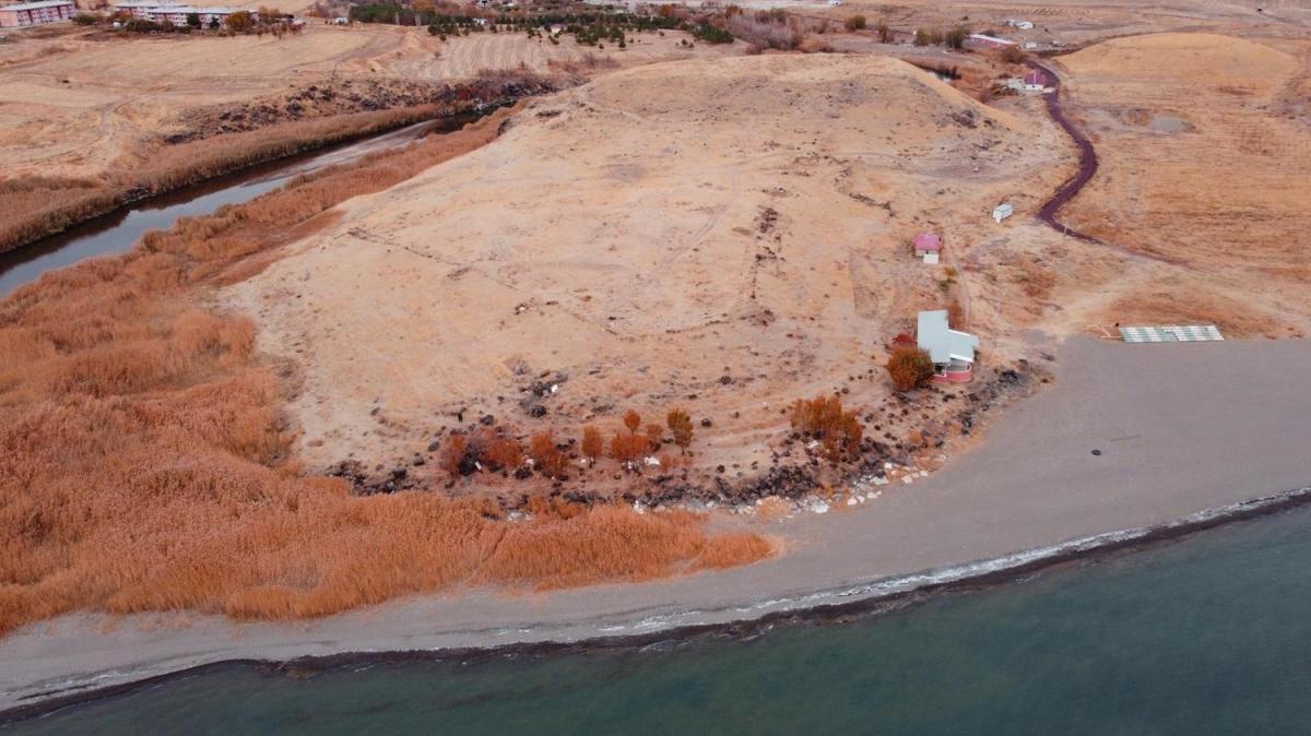 Van Gölü çekilince ortaya çıktı! Tam 2 bin 750 yıllık
