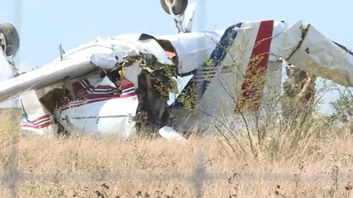 Zimbabve'de teknik arıza nedeniyle askeri eğitim uçağı düştü