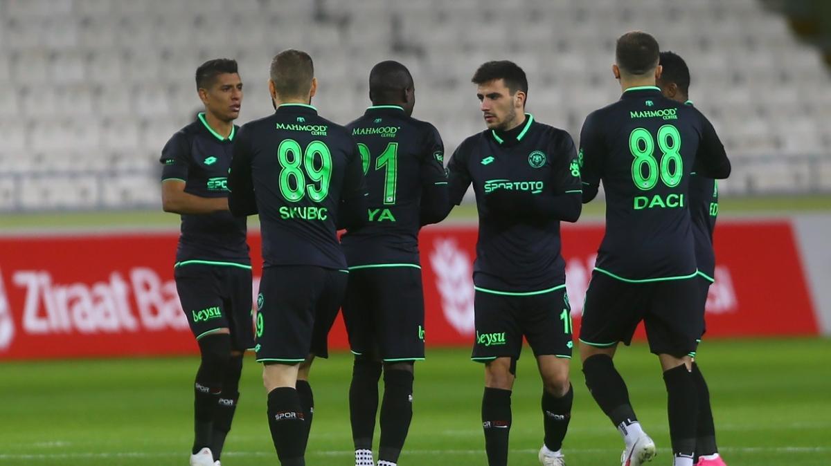 Konyaspor kupada konuk ettiği Manisa FK'yi 7-0 mağlup ederek turladı
