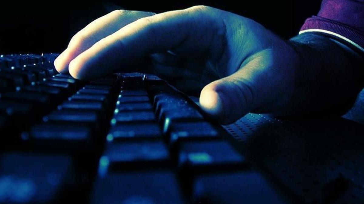 Sosyal medyada terör propagandası yapan 10 şüpheli gözaltına alındı