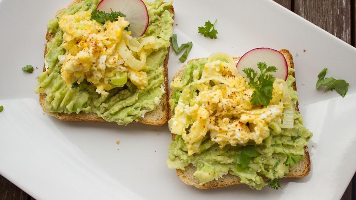 """Kahvaltılık avokadolu tarif nasıl yapılır"""" Ekmek üstü lezzet avokado"""