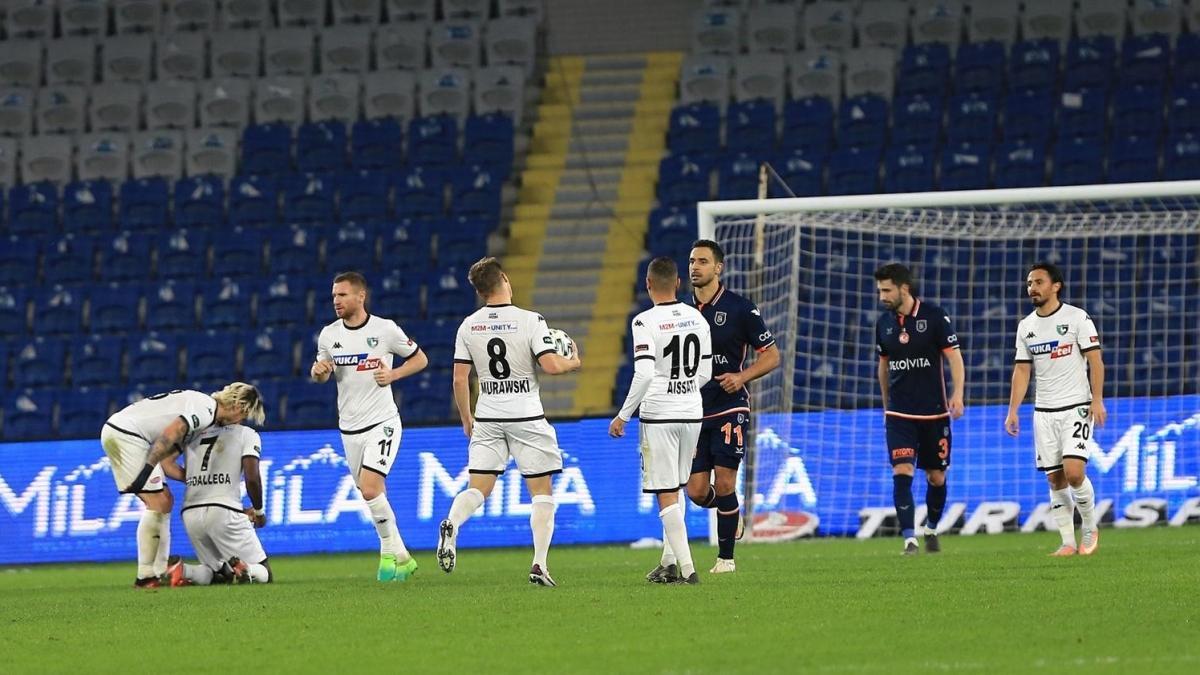 Uzatmalarda 2 gol yiyen Medipol Başakşehir, sahasında Denizlispor ile 3-3 berabere kaldı