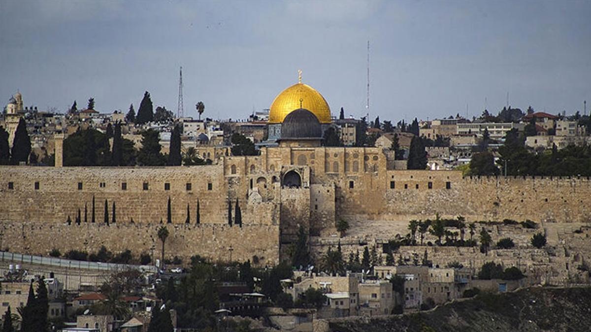 Mescid-i Aksa'ya giden tarihi merdiven İsrail tarafından yıkıldı