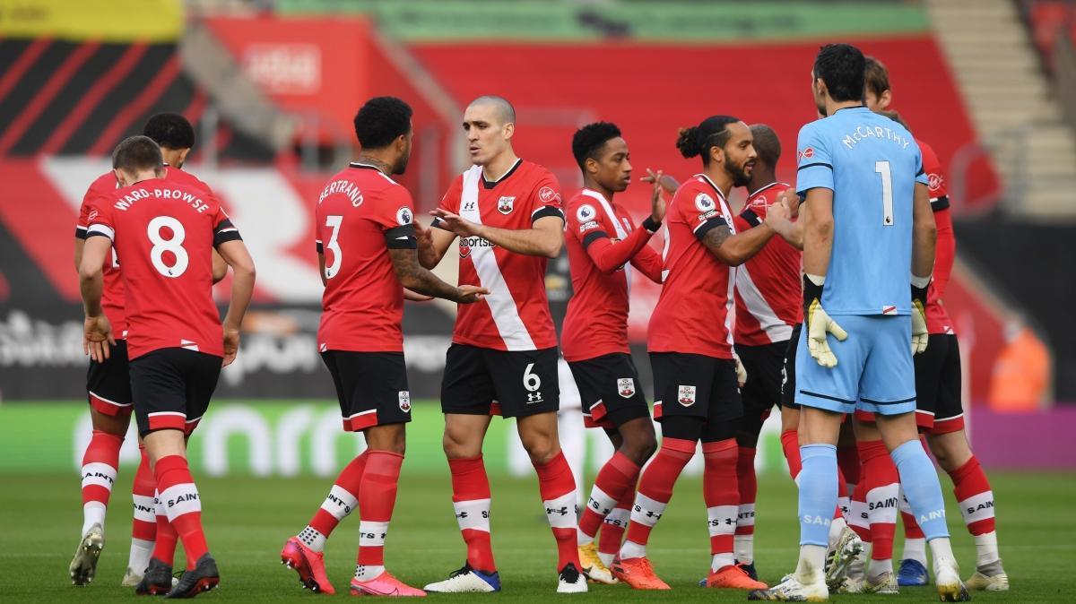 Manchester United, 2-0'dan geri döndü