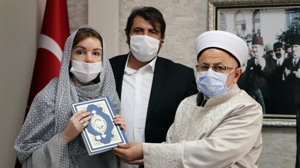Rusya vatandaşı kadın Müslüman oldu