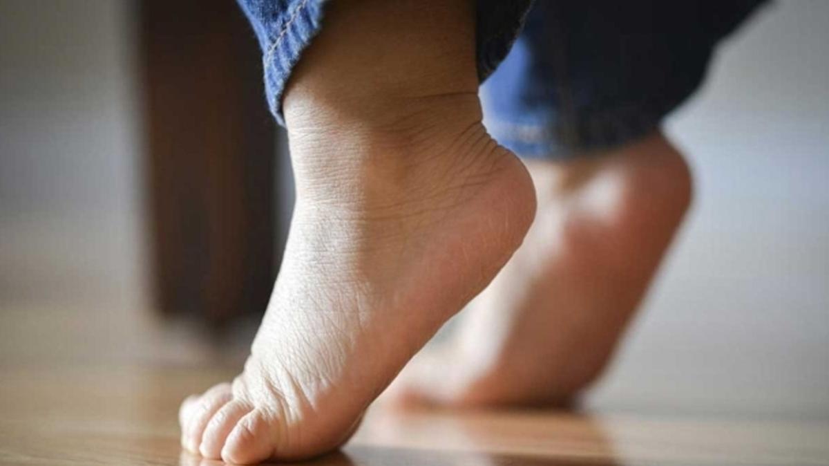 Parmak ucunda yürüme çocuğun kaslarını zayıflatır