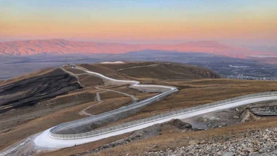 Bakan Soylu müjdeyi verdi: 81 kilometrelik Ağrı-İran Güvenlik Duvarı tamamlandı