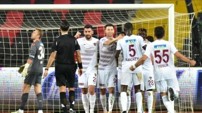 Hatayspor'da 3 futbolcu ve 1 personelde koronavirüse rastlandı