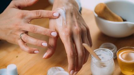 Dudak ve el çatlaklarına doğal çözümler