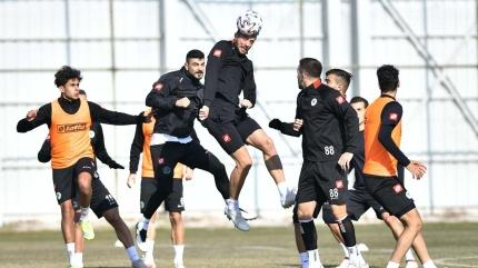 Konyaspor 6 eksikle Erzurumspor maçına çıkıyor