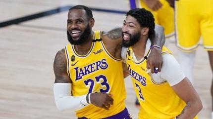 Lakers'ta iki önemli imza
