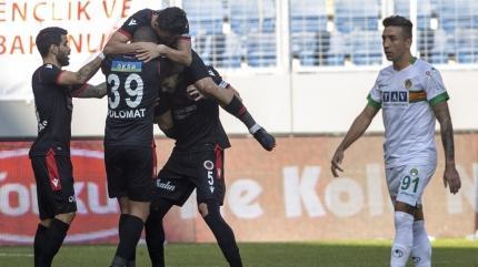 Alanyaspor başkentte ağır yaralı! 90+5'te penaltı kaçtı