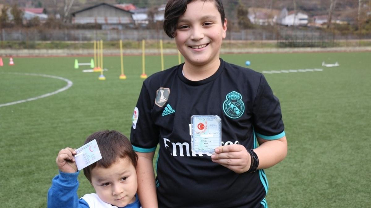 Real Madrid taraftarı Karabüklü baba, çocuklarına Raul ve Ronaldo adını verdi!