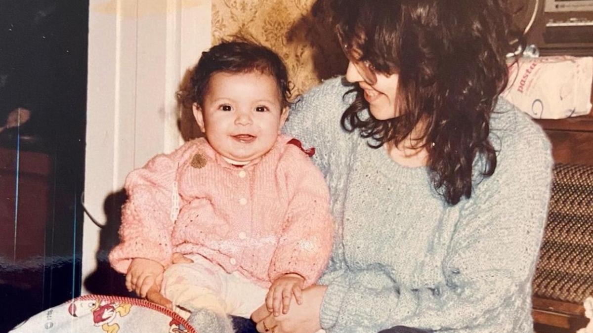 """Bu minik bebeği tanıdınız mı"""" Şimdilerin en ünlü oyuncusu..."""