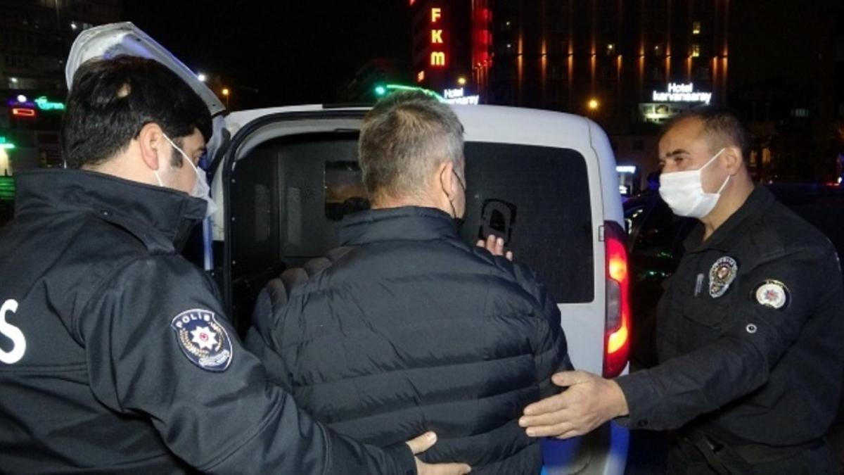 """Bursa'da kısıtlamada alkollü yakalanan sürücü: """"Annem duymasın, öderiz cezayı"""""""