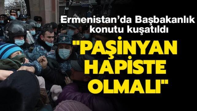 Ermenistan'da protestocular Başbakanlık binasını kuşattı