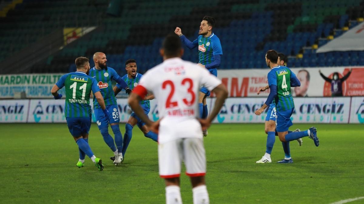 Çaykur Rizespor konuk ettiği Antalyaspor'u 2-1 yendi