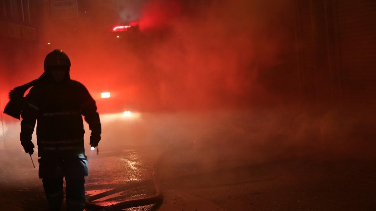 İzmir'de iki ayrı fabrikada birden yangın