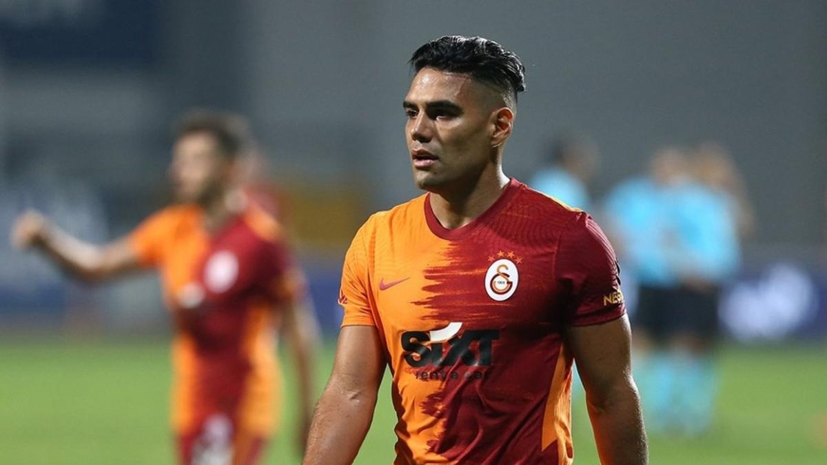 Galatasaray'da Falcao 2 ay sonra kulübede