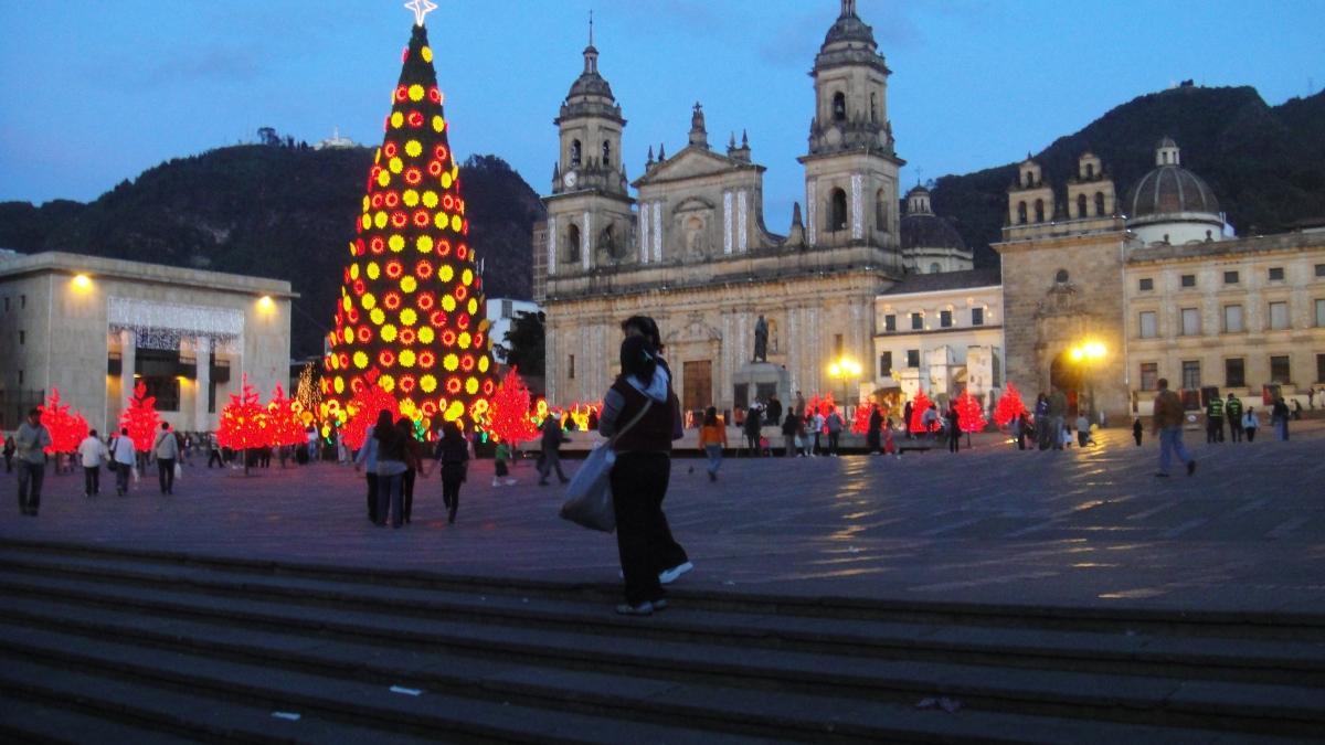 Noel katliamı! Kısıtlamaya rağmen 8 kişi öldürüldü