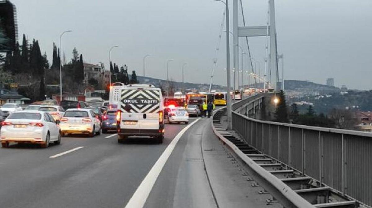 Son Dakika: 15 Temmuz Şehitler Köprüsü'nde kaza! Trafik yoğunluğu yüzde 60 oldu