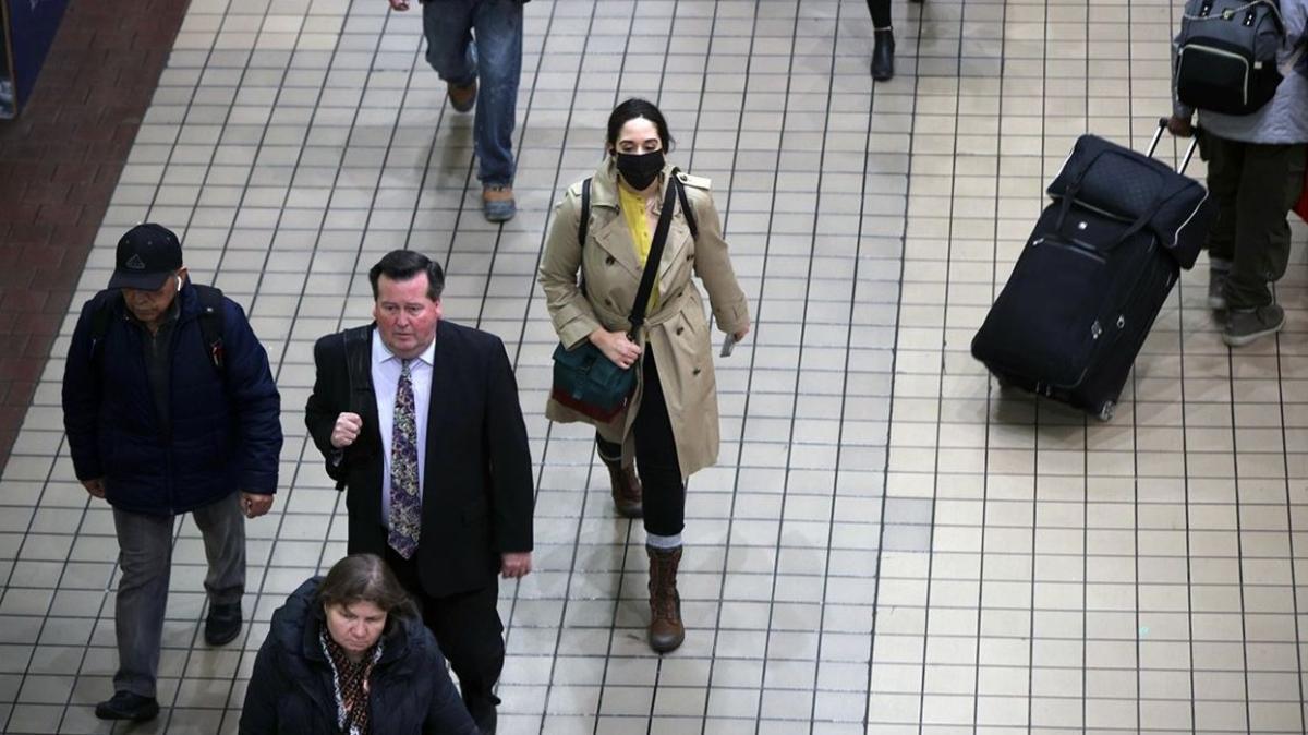 ABD'de koronavirüs salgınına rağmen son 10 günde 10,2 milyon kişi seyahat etti