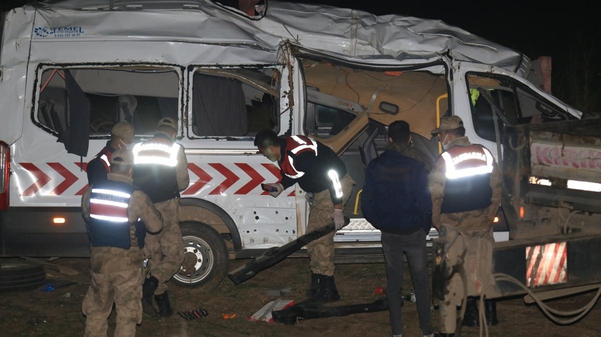Reyhanlı'da sağlık personelini taşıyan minibüs kaza yaptı