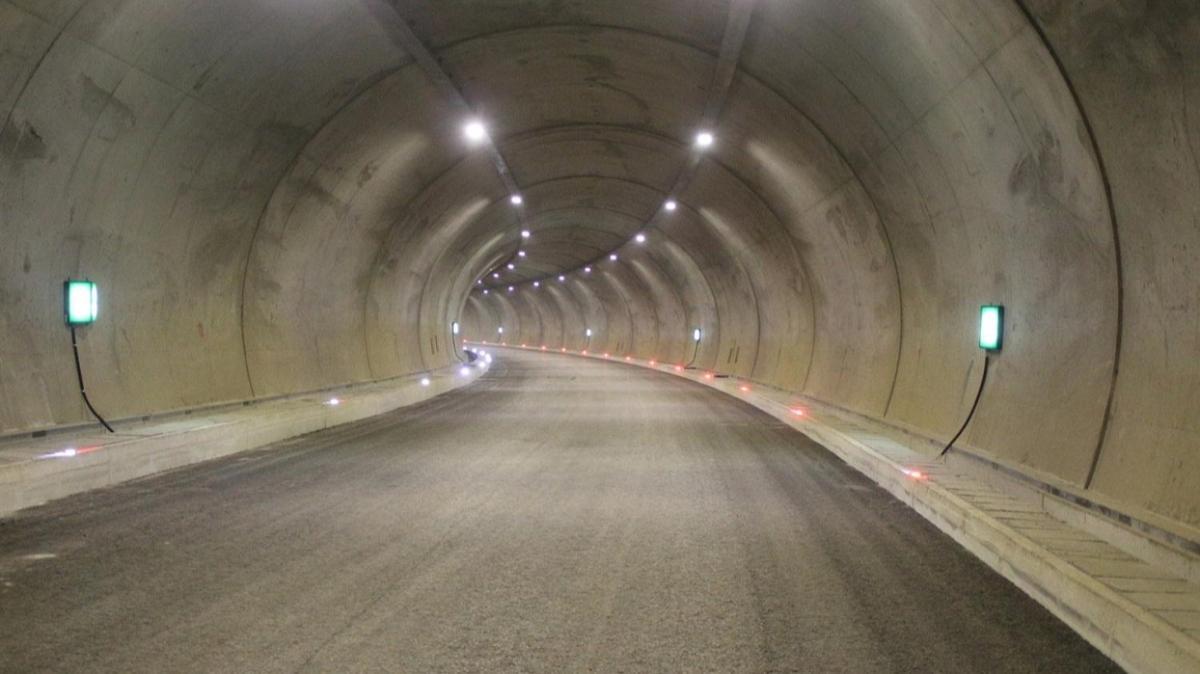 Rize'de Salarha Tüneli'nin bir tüpü tamamlandı