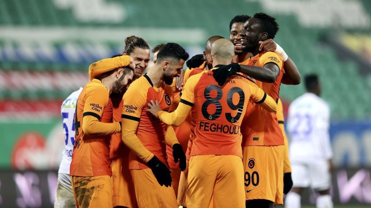 Galatasaray yönetiminden futbolculara 100 milyon TL'lik ödeme