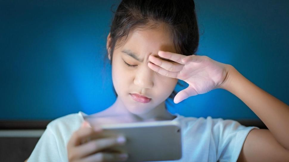Göz kırpma sayısı azaldıkça göz kuruluğu şikâyeti arttı