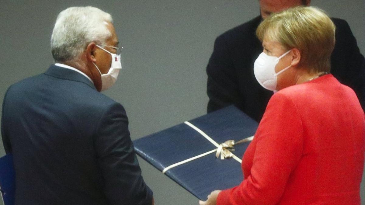 Merkel, AB dönem başkanlığını devretti