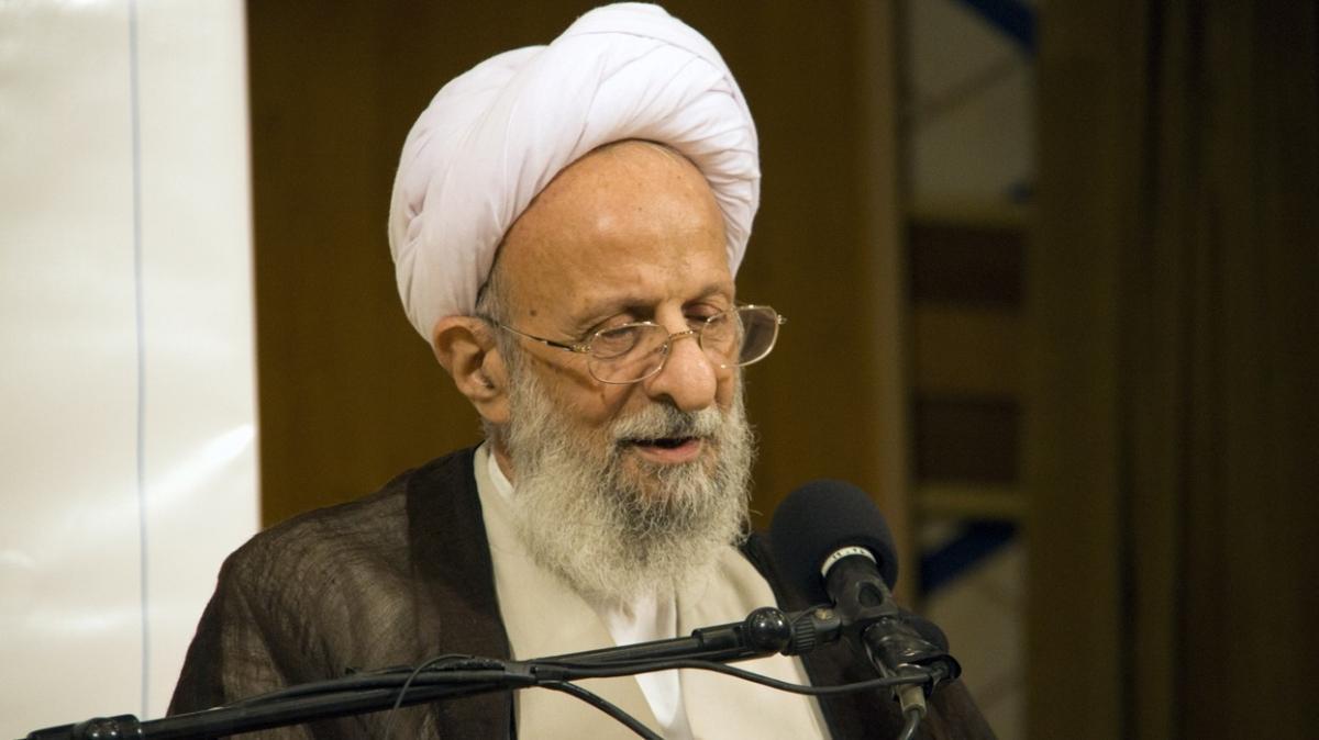 İran'ın önde gelen din adamlarından Yezdi hayatını kaybetti