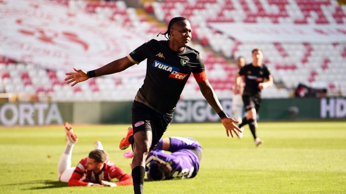 Hugo Rodallega 16 haftada geçen sezonun gol sayısını geçti