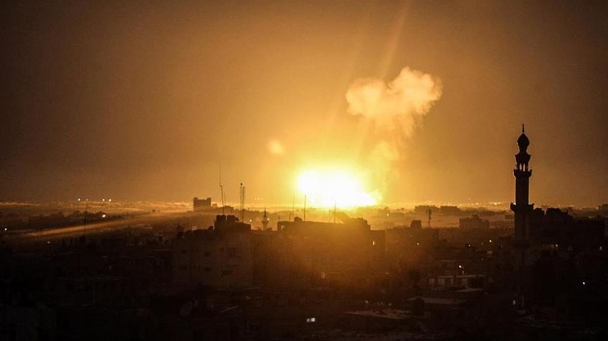 Lübnan'ın Suriye sınırında bulunan yakıt deposunda patlama meydana geldi