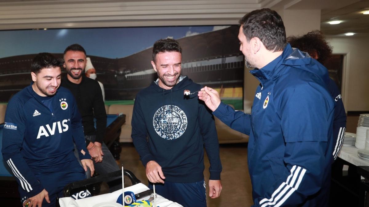 Fenerbahçe'de Gökhan Gönül'ün doğum günü kutlandı