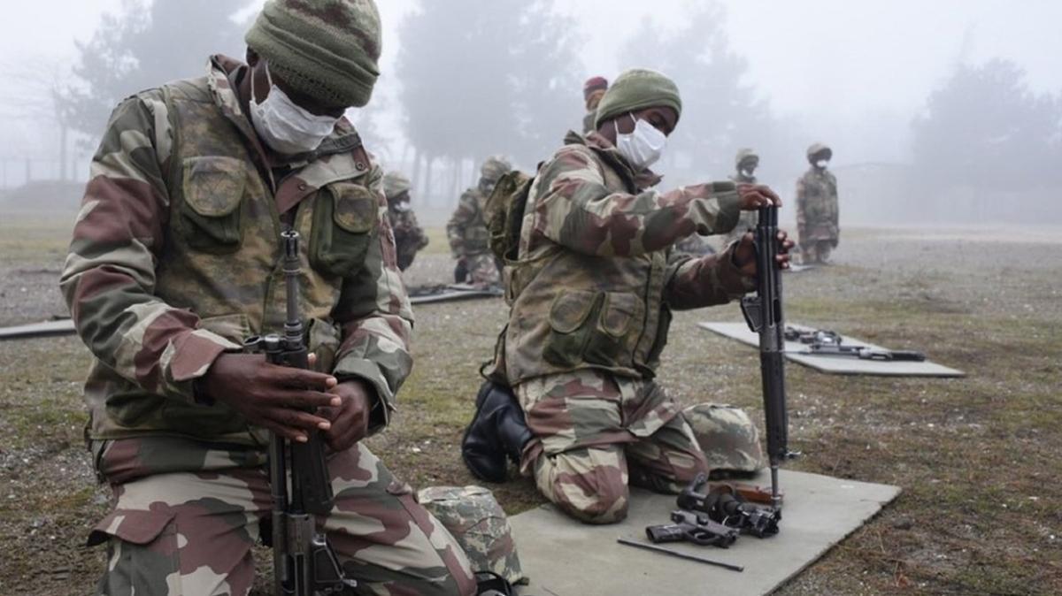 MSB görüntüleri paylaştı... Türkiye'den Somalili askerlere komando eğitimi