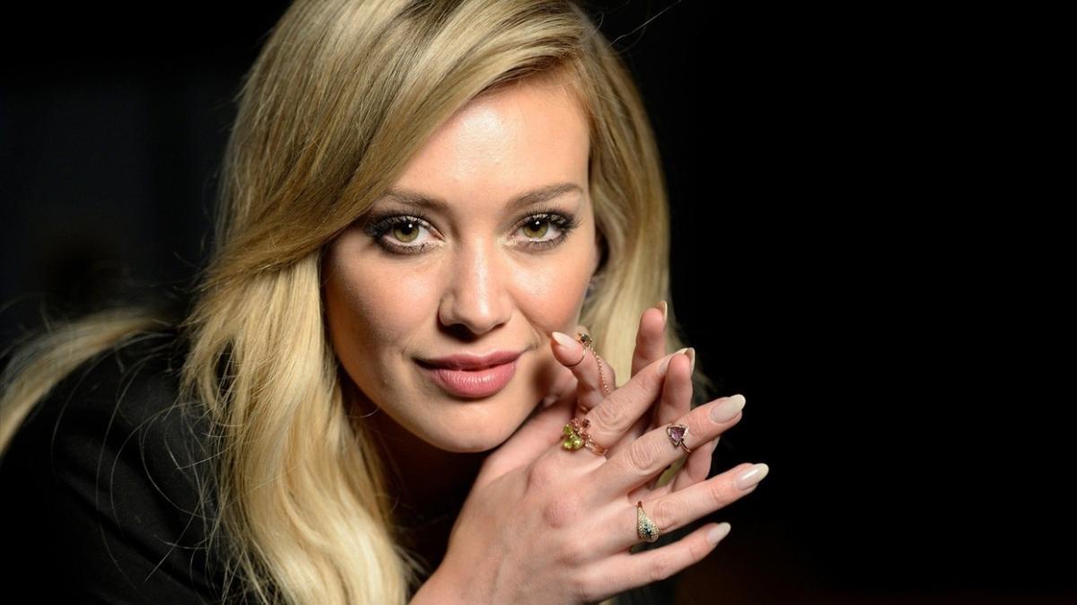 Böylesi ne görüldü ne duyuldu! Hilary Duff, çok fazla koronavirüs testi yaptırdığı için gözü enfeksiyon kaptı