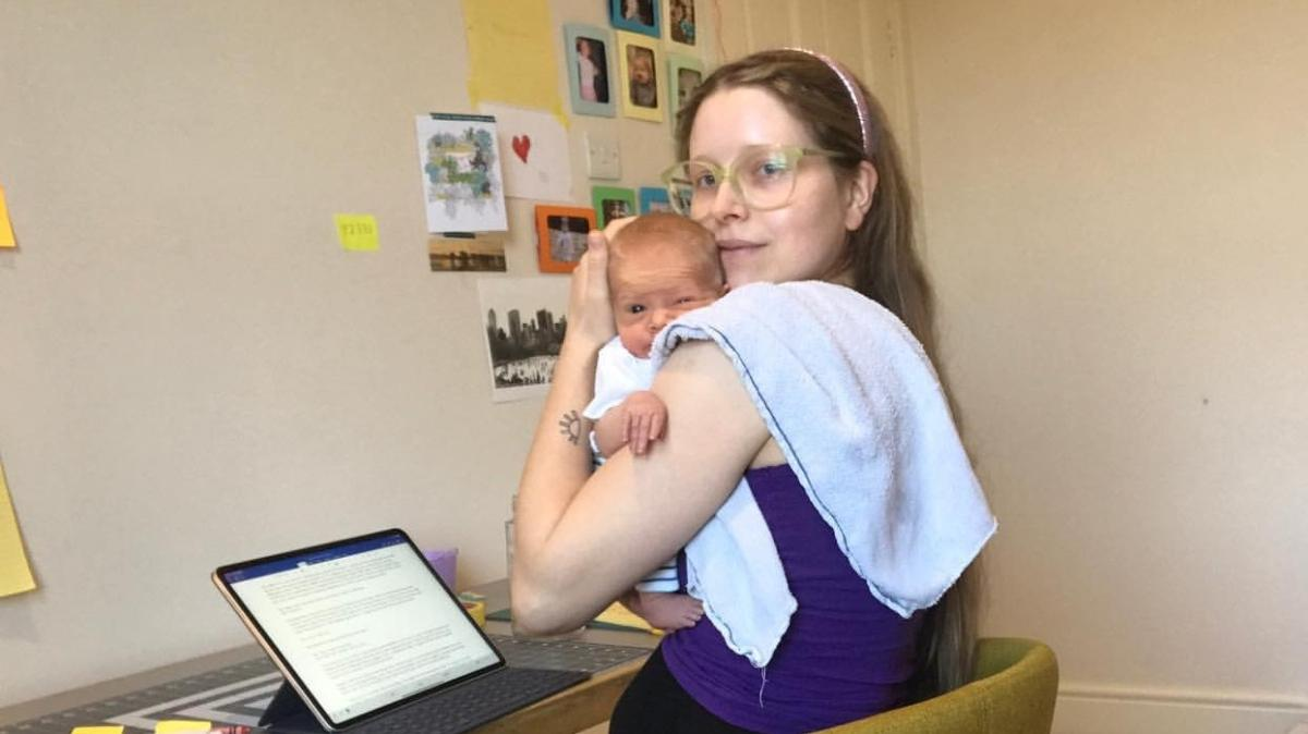 Harry Potter'ın yıldızı Jessie Cave'i yıkan haber! Üç aylık bebeği koronavirüse yakalandı