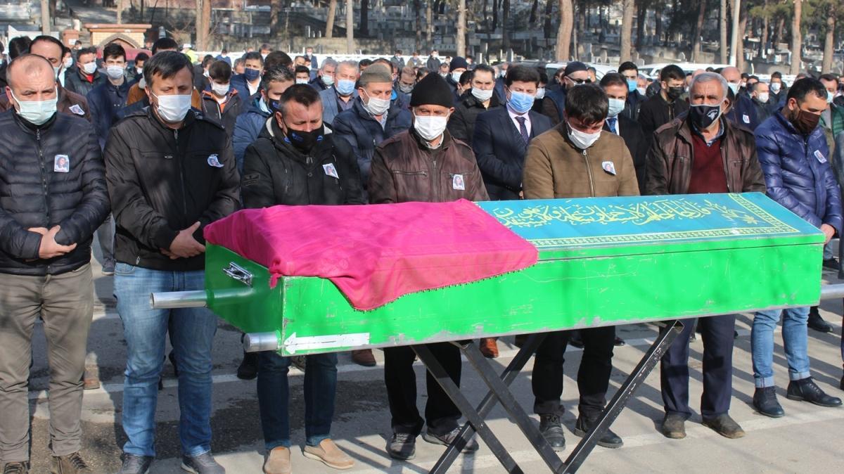 """Başına """"yorgun mermi"""" isabet eden genç kızın cenazesi toprağa verildi"""