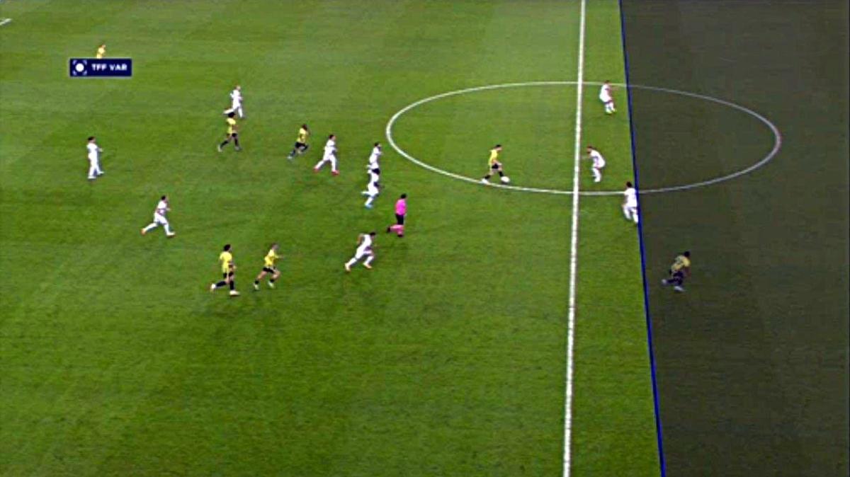 Fenerbahçe-Alanyaspor maçında tartışmalı 'VAR çizgisi'